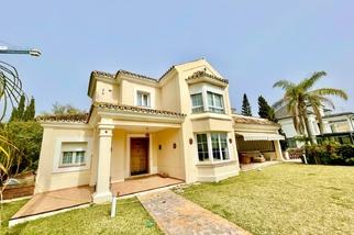 Villa for sale in El Rosario, Costa del Sol, Málaga