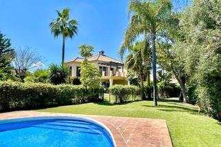 Villa for sale in Nueva Andalucía, Costa del Sol, Málaga