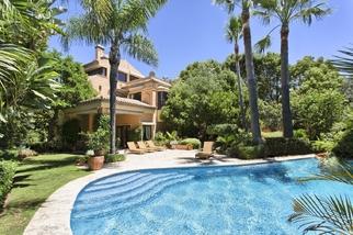 Villa for sale in The Golden Mile, Costa del Sol, Málaga